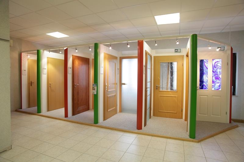 Türenausstellung  Holzfenster- und Türenausstellung bei Ilgen und Krech in Wernshausen