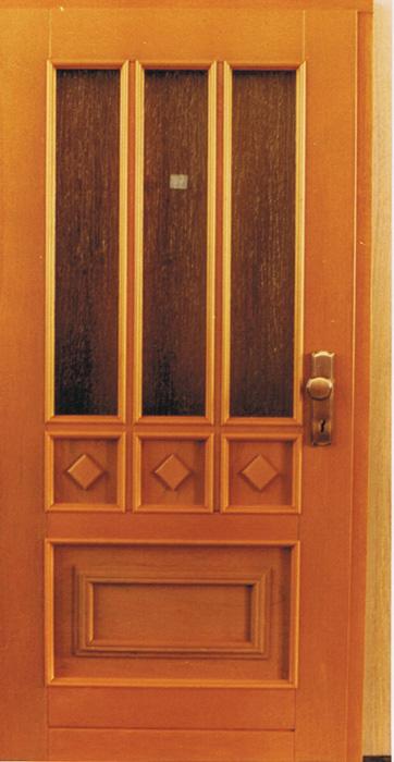 haust ren und eingangst ren aus holz vom fachmann aus. Black Bedroom Furniture Sets. Home Design Ideas